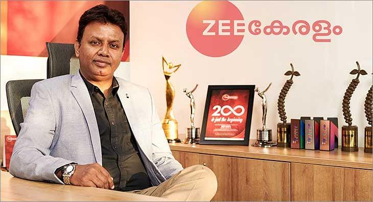 Santosh Nair Zee Keralam?blur=25