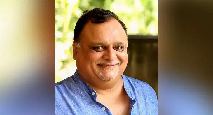 M V Shreyams Kumar?blur=25
