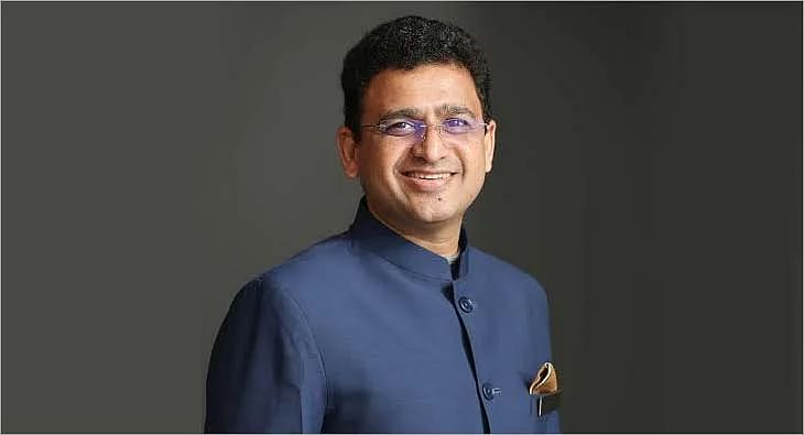 Vivek Srivatsa?blur=25