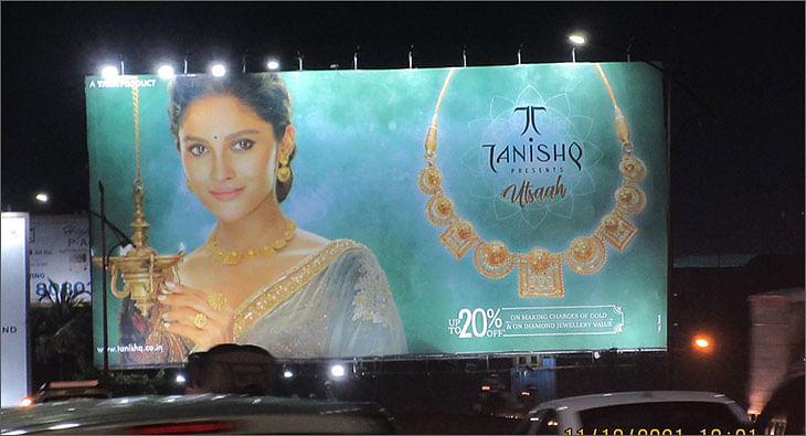 Tanishq OOH?blur=25