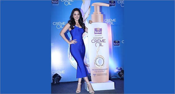 Kiara Advani Parachute Advansed Coconut Creme Oil?blur=25
