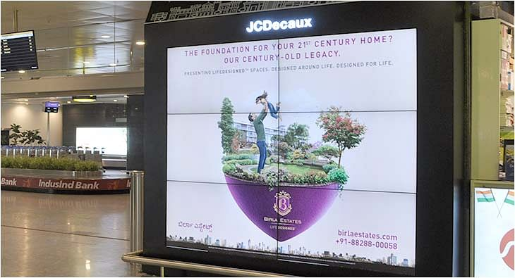 JCDecaux Digital Pillars?blur=25